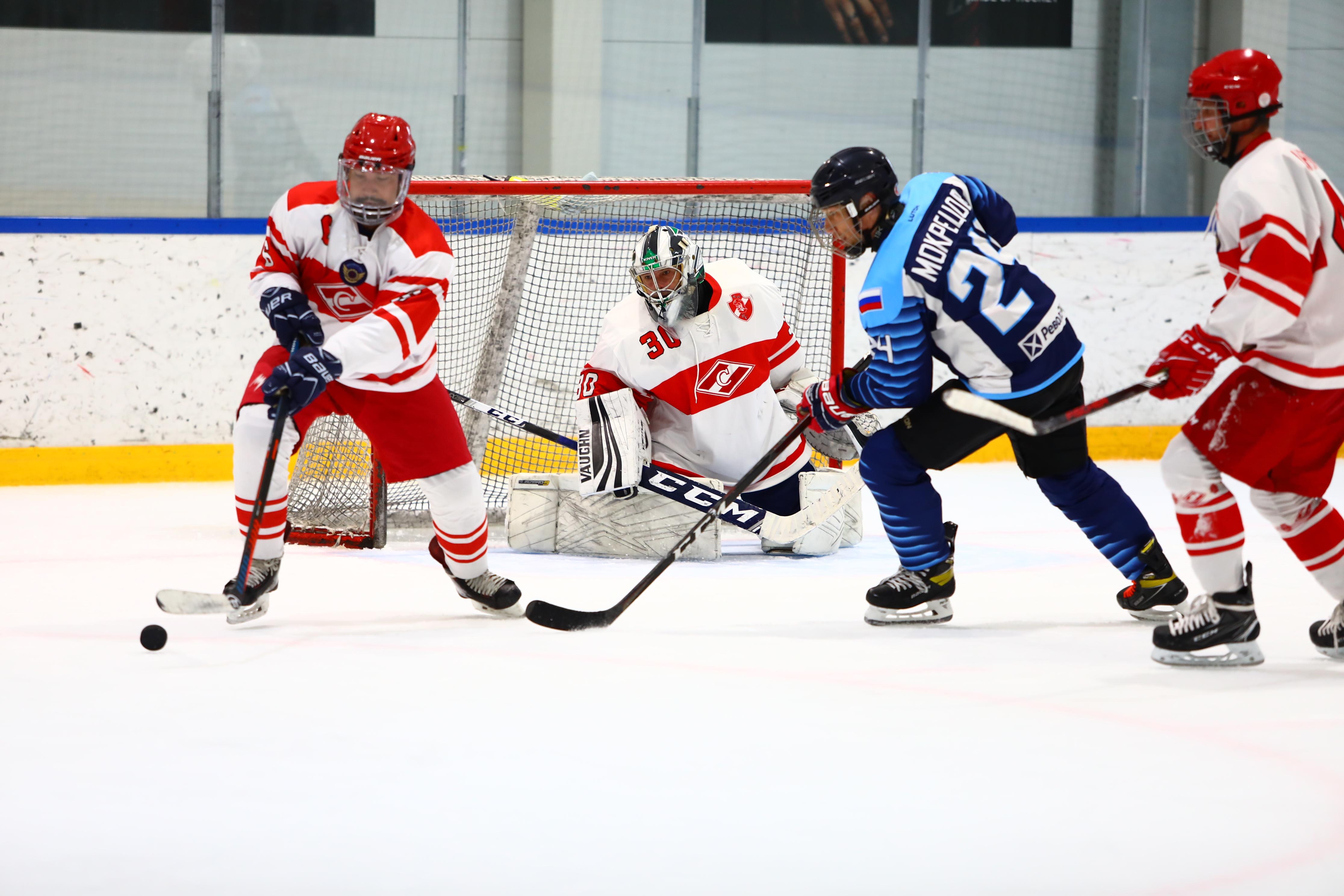 Крупные победы и боевые матчи самого масштабного предсезонного турнира Хоккейной Лиги «Трудовые Резервы»